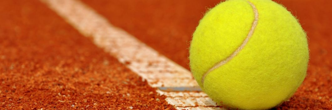 Play in the winterseason on our outdoor claycourts for only €90,-
